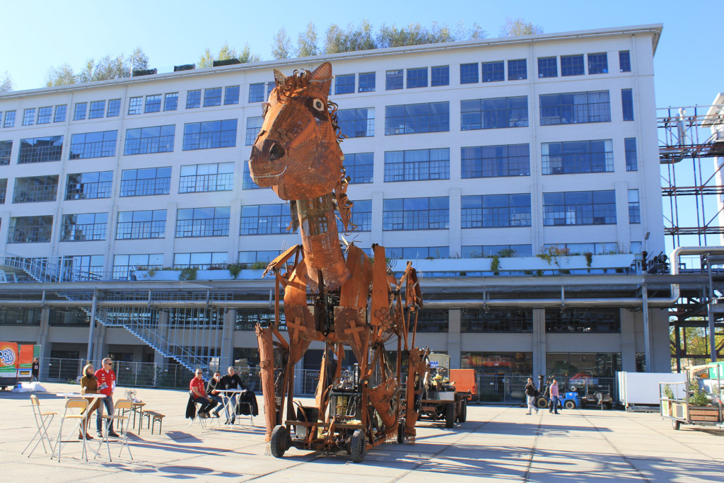 sculpture-cheval-metal